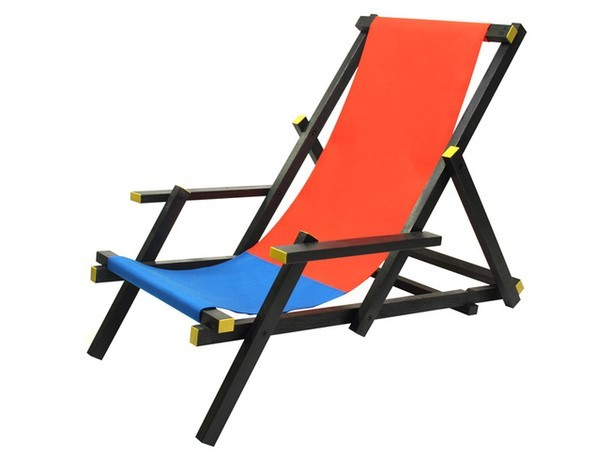 Красно-синий стул от Mal